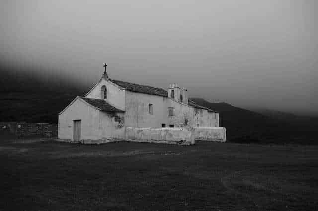 chapelle - photo noir et blanc - source image pixabay
